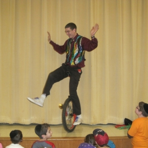 Entertainment-by-world-record-Juggler-David-Slick
